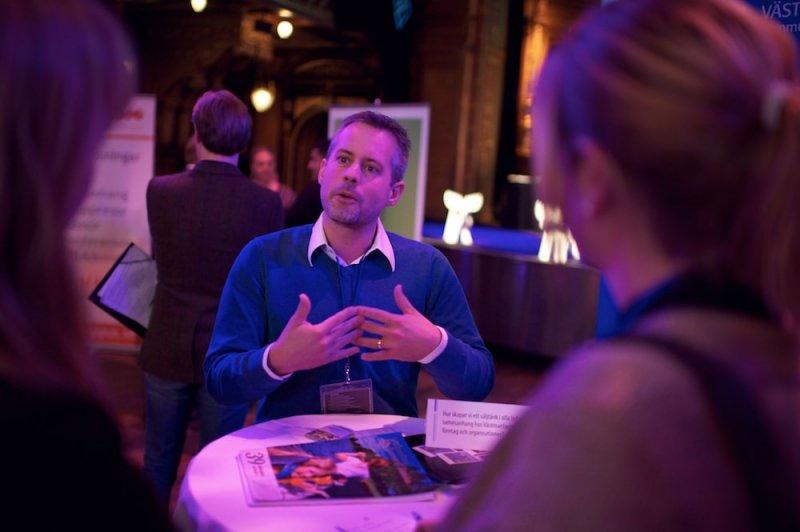 媒人學院的課程,包含心理學、相關法規……等,讓媒人擁有豐沛的專業知識還協助客戶進行配對(Rese- och Turistnäringen i Sverige@Flickr)
