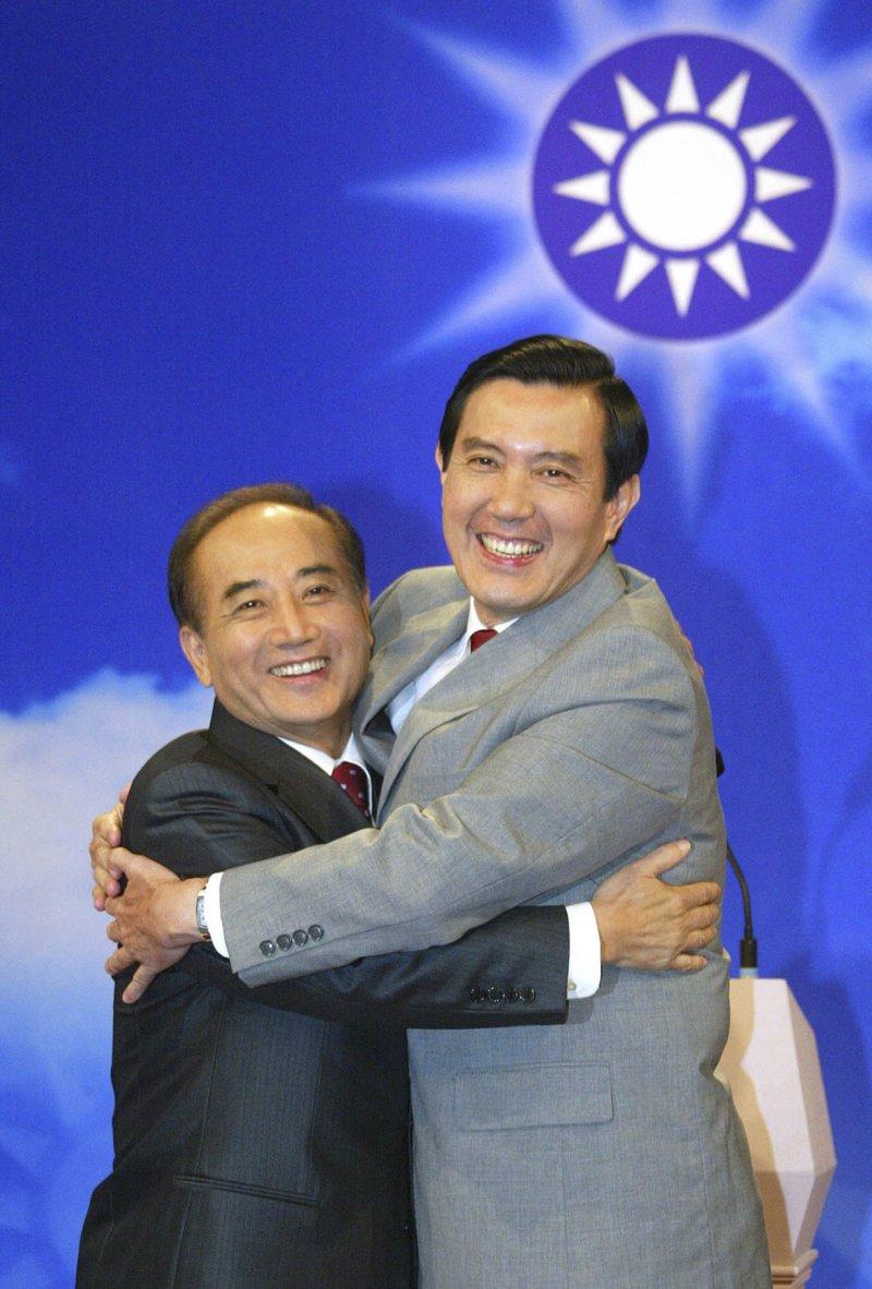 2005年7月2日,時任總統馬英九與立法院長王金平(AP)