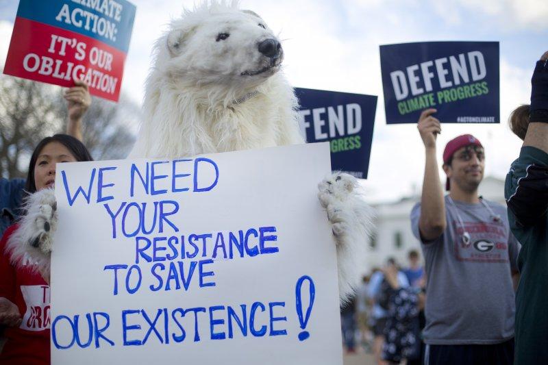 川普,氣候變遷,歐巴馬,能源政策,抗議,北極熊。(美聯社)