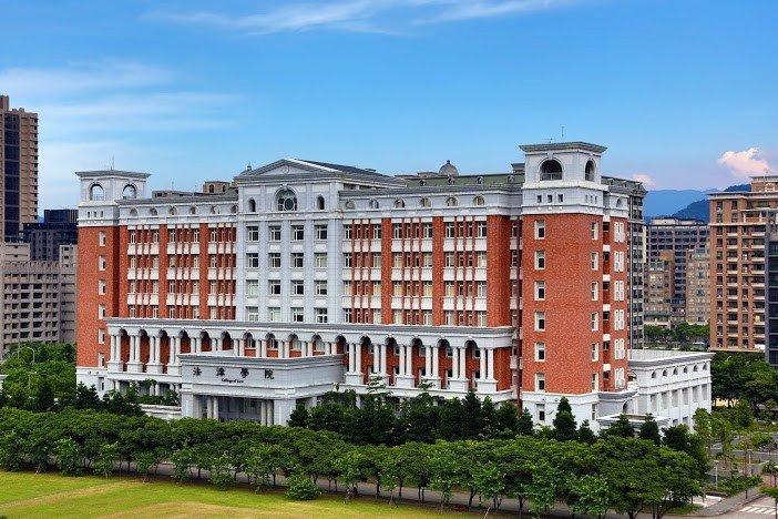 台北大學法學院。(圖/台北大學官網)