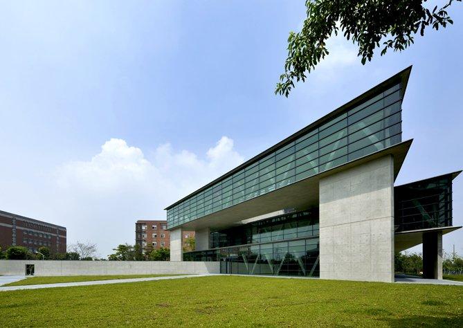 安藤忠雄設計的美術館。(圖/亞洲大學官網)