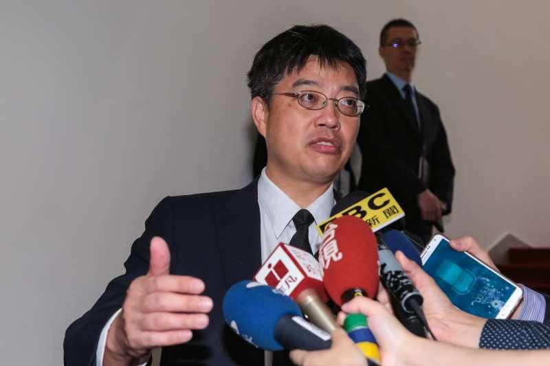 201704011-陸委會副主委邱垂正11日出席立院黨團協商。(顏麟宇攝)