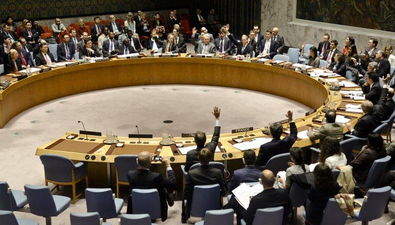 聯合國安理會12日就英美法3國起草的敘利亞化學武器問題決議案進行表決(美聯社)