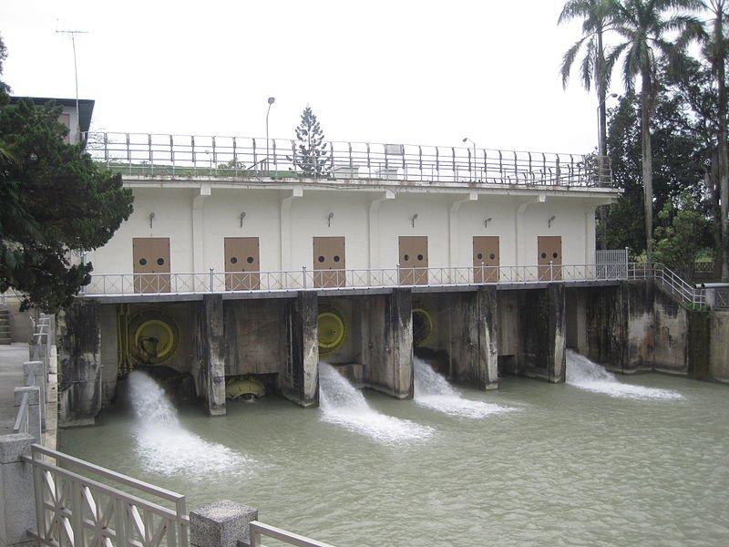 烏山頭水庫舊放水口。(圖片:Wikimedia Commons;想想論壇提供)