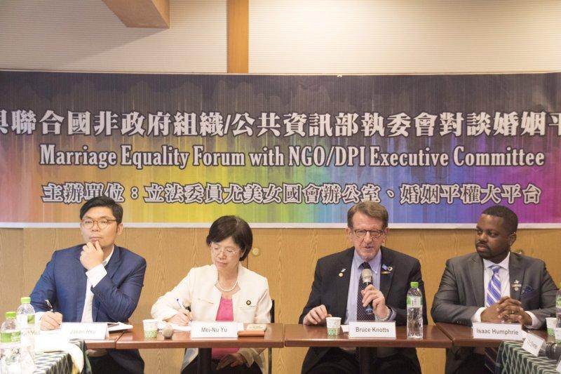 與聯合國非政府組織/公共資訊部執委會對談婚姻平權座談,立委許毓仁(左一)、尤美女(左二)都參與。(曾若琦提供)