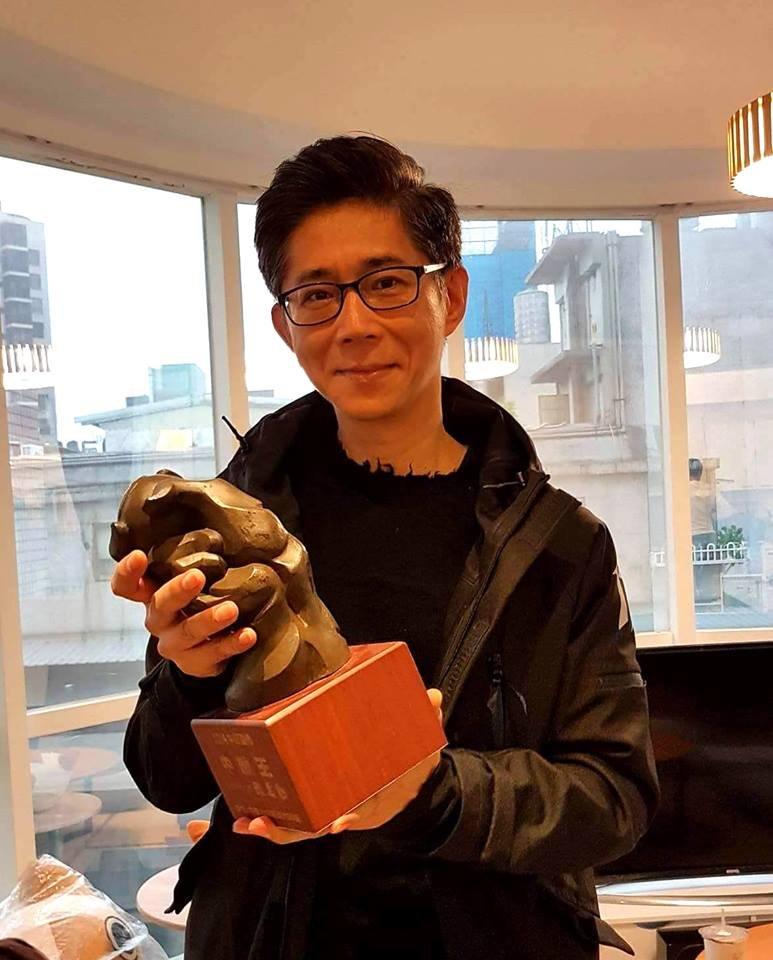台北市漫畫從業人員職業工會理事長鍾孟舜便指出,目前漫畫圈內遇到的法律問題,幾乎都是由漫畫工會負責處理。(取自鍾孟舜臉書)