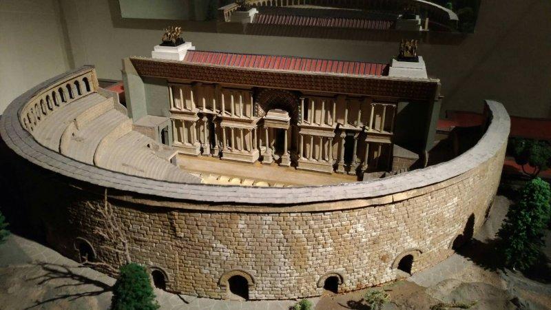 戲劇博物館內的羅馬劇場模型.jpg