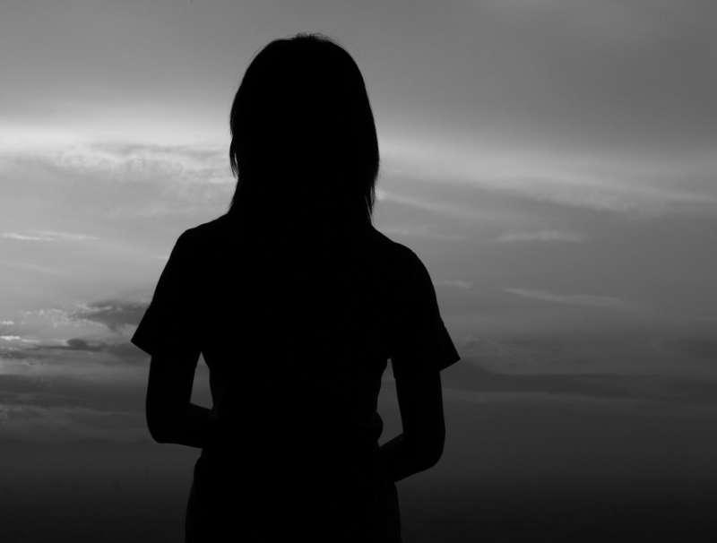 性侵、女性、背影、家暴、失意、自殺。(取自mrhayata@flicker)