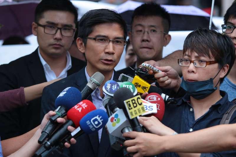 20170525-幸福盟家長代表曾獻瑩25日於釋憲結果公佈後,在司法院外召開記者會。(顏麟宇攝)