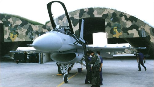 機堡、戰機。(取自big5.cri_.cn)