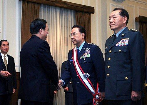 李天羽(中)、霍守業(右)(Howard61313@Wikipedia . CC BY-SA 4.0).jpg