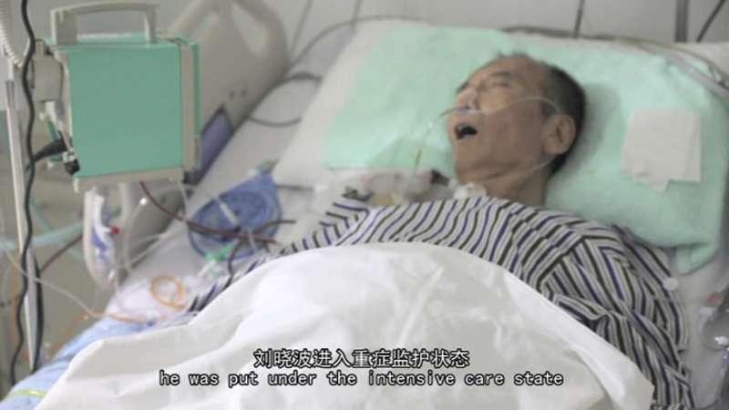 諾貝爾和平獎得主、中國民主人權運動領袖劉曉波在瀋陽中國醫科大學附屬第一醫院接受治療的畫面。(AP)
