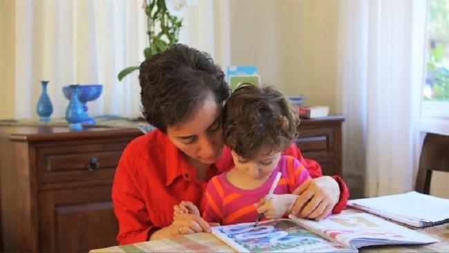 伊朗數學女傑米爾札哈尼(Maryam Mirzakhani)和女兒阿娜西塔(Anahita)(取自網路)