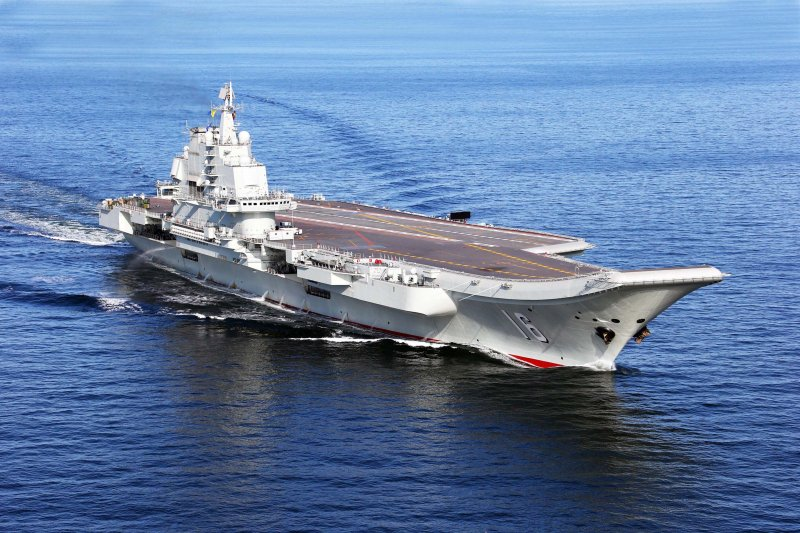 「遼寧艦」出海進行科研試驗和海上訓練(新華社)