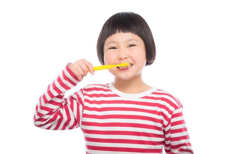 記住正確的刷牙步驟,讓牙齒潔白又乾淨!(圖/pakutaso)