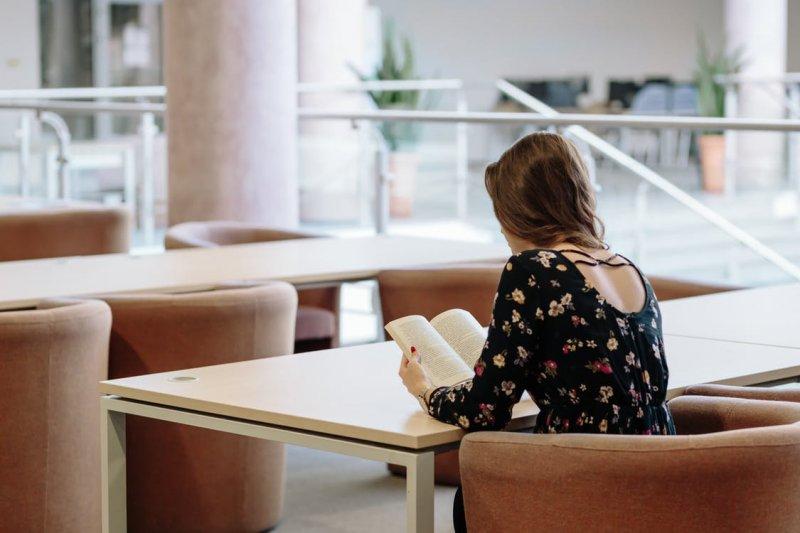 閱讀能夠使人的視野更為宏大(圖/freestocks.org@pexels)