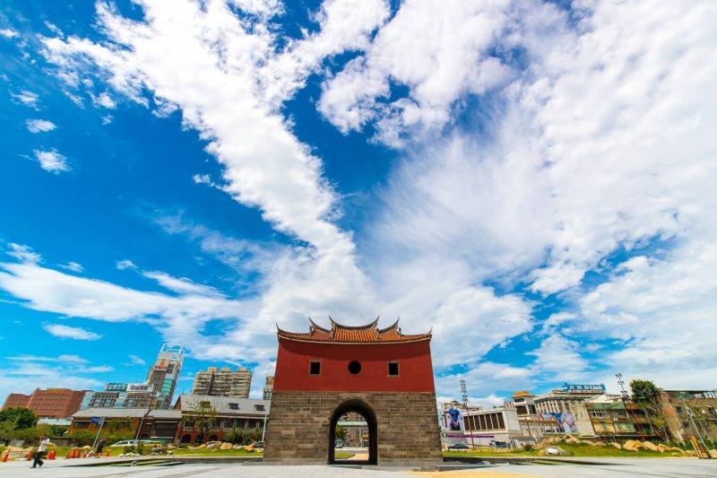 柯文哲上任後拆除忠孝橋,驚人的「6天完工」讓人印象深刻。(圖/柯文哲@Facebook)