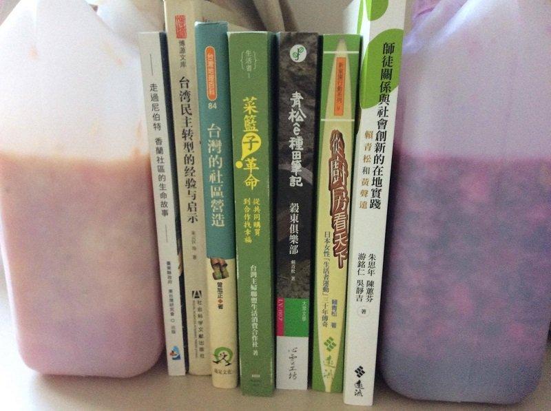 在臺灣學釀的第一批水果酒,是柳丁與紅龍果,彼時人在宜蘭深溝,一邊釀酒,一邊探訪小農,一邊讀一些與臺灣農業有關的書,看人家是怎麼用十年二十年釀造的。(寇延丁提供)