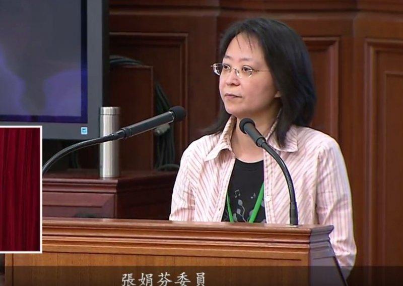 張娟芬則說明,她提案的用意,是要還給國是會議、認真開會的委員一個公道,不應該一下是委員、一下不是,「像兒戲一般」。(取自總統府司法改革國是會議總結會議直播)