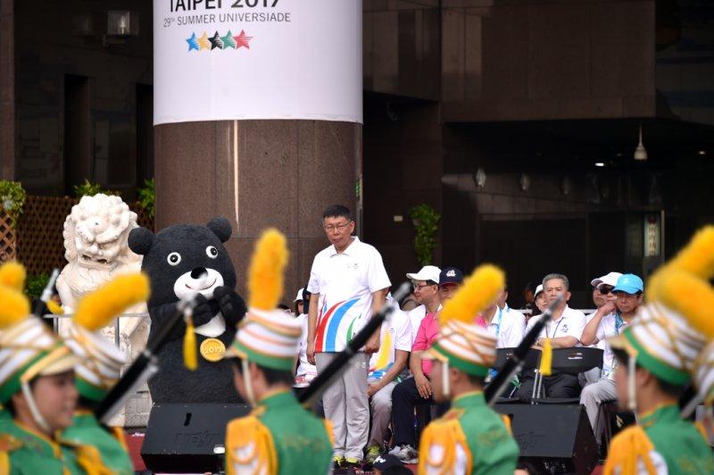 2017年8月12日晚間,「世大運嘉年華踩街活動」登場,台北市長柯文哲親自主持(台北市政府)
