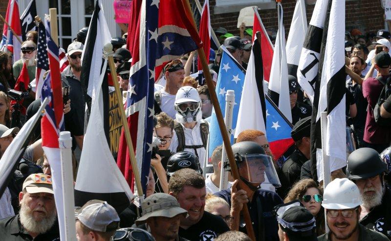 美國維吉尼亞州沙洛斯維(Charlottesville)12日有白人至上主義者舉行大會,引發死傷慘重的衝突(AP)