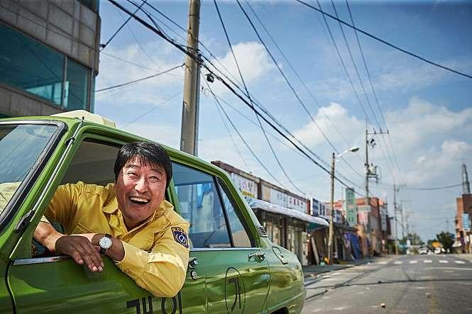 以光州民主化運動為背景的南韓電影《我只是個計程車司機》。(翻攝Naver)