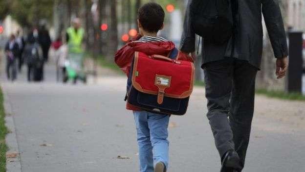 各國迎來開學日,英國機構報告指出貧富家庭孩子享有不同的課外輔導機會,已成為「隱藏的秘密」。(BBC中文網)