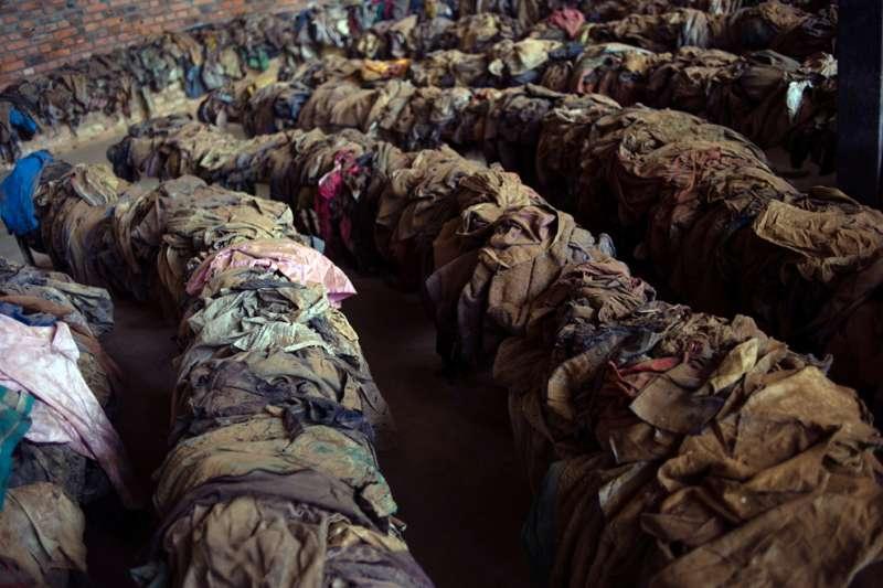 盧安達大屠殺受害者的衣物。(美聯社)