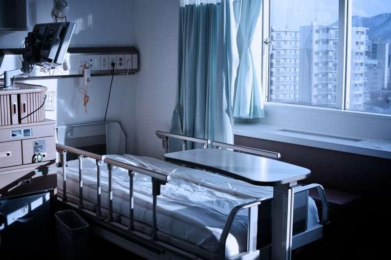 一個月要價兩萬的病房,對多數人來說都是不小的經濟負擔。(圖/MIKI Yoshihito@flickr)