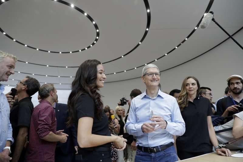2017年9月12日,蘋果推出新款iPhone,執行長庫克親自上陣(AP)