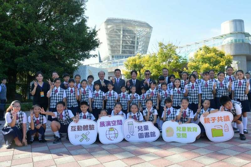 行政院長賴清德今(27)日前往「新竹市兒童探索館」簽約儀式時表示,兒童可以體驗及創造無限可能的未來,新竹市將成為兒童幸福城市。(行政院提供)