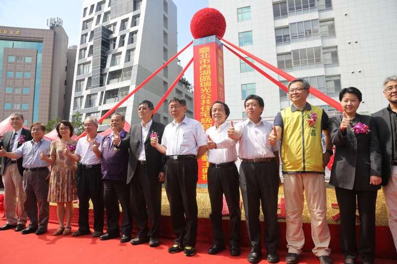 台北市長柯文哲出席北市內湖區瑞光公共住宅統包工程開工祈福典禮。(取自總統府)