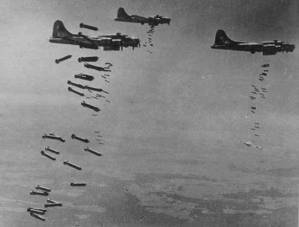 7月24日執行任務的B-17重型轟炸機。(圖/澎湃新聞提供)