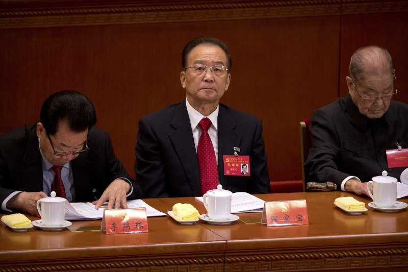 2017年10月18日,中共十九大在北京召開,溫家寶(中)(AP)