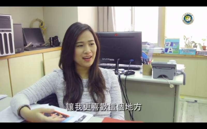 從過去獨自生活、語言不通,到如今可以自在用更艱澀、專業的中文在職場上工作,Erica透過自己的努力適應了環境的困難(圖 /翻攝自移民署「新住民全球新聞網」影片)
