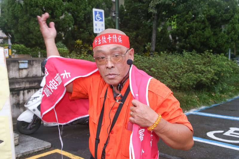 卡債受害人自救會召集人羅武龍-卡債受害人自救會抗議記者會。(陳明仁攝)