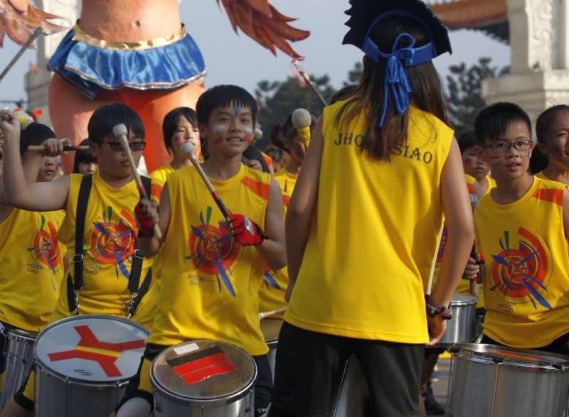 活動將以當地知名的忠孝國小學童Formosa Batucata森巴鼓隊表演進行開場(圖/Formosa Batucata 鼓隊日常@facebook)