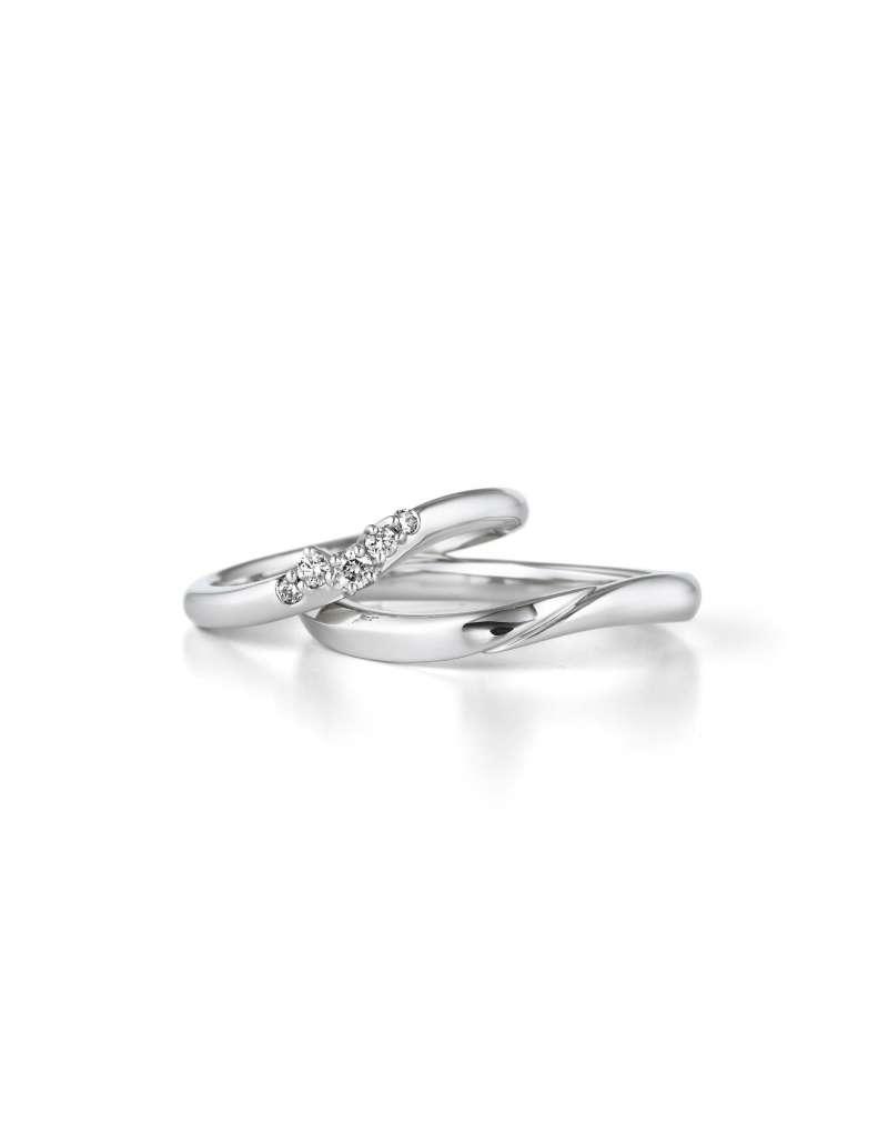 「想要只屬於我們的獨一無二戒指」GINZA DIAMOND SHIRAISHI的半訂式訂製戒指服務:可依預算,從5000粒鑽石選中後挑選設計環,再搭配加購項目打造獨一無二的客製化心意戒指。(圖/NEW ART提供)