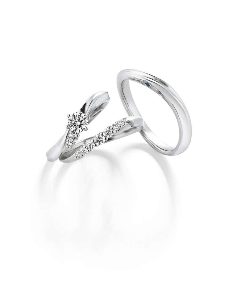 GINZA DIAMOND SHIRAISHI首創訂婚戒指和結婚戒指合二為一的設計理念,使兩枚戒指戴起來像一枚般,結婚後的各種場合都適合佩戴。(圖/NEW ART提供)