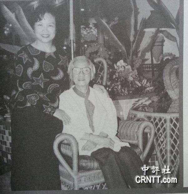 宋楚瑜妻子陳萬水(左)與婆婆宋胡窕容相處融洽。(中評社)