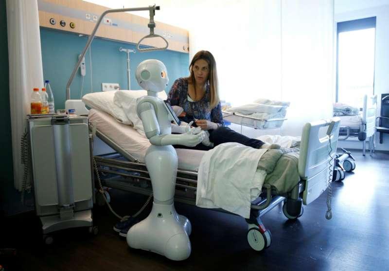 機械人為人類所用,一如古希臘奴隸,有助維繫民主民生。(圖/路透社,*CUP提供)