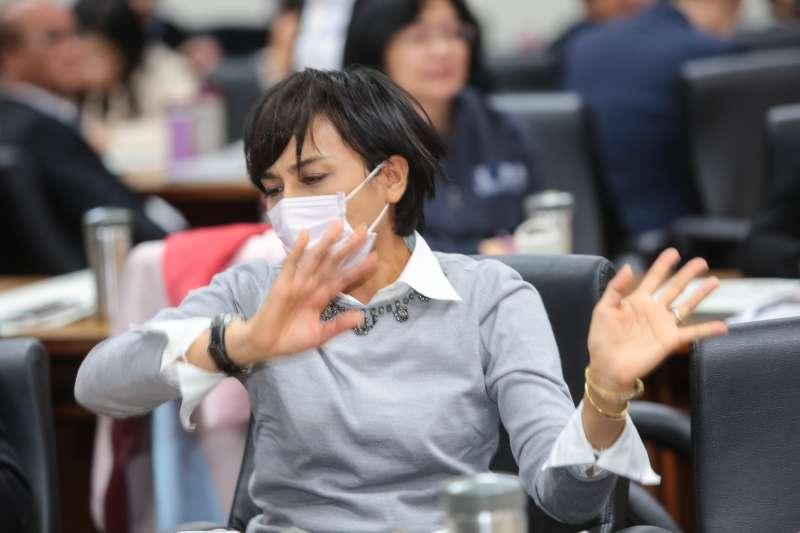 20171204-民進黨立委邱議瑩4日出席立院衛環與經濟委員會,審查勞基法部分條文修正草案。(顏麟宇攝)