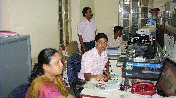 印度「烏夏全方位合作社」的職員(取自ushacoop.org)