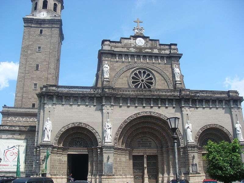 菲律賓8成以上人口為天主教徒,圖為馬尼拉聖母無原罪聖殿主教座堂。(圖/Pinoy916@wikipediaCCBYSA3.0)