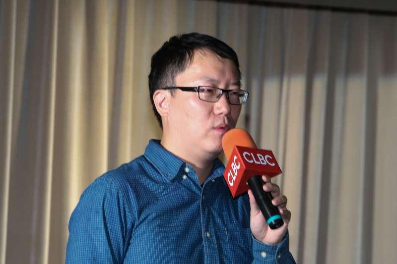 八旗文化主編王家軒主持,出席特別講座-從美國底層社會看台灣教育困境。(陳明仁攝)