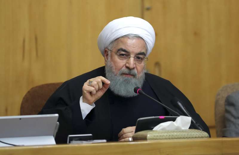伊朗總統魯哈尼稱,人民有權表達意見,但政府會嚴厲懲罰製造騷亂者。(美聯社)