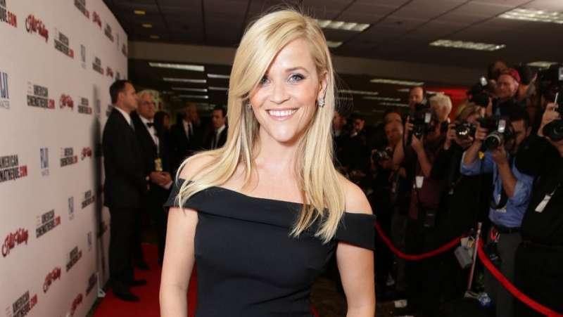 奧斯卡影后瑞絲薇斯朋將穿黑衣出席今年金球獎頒獎典禮,抗議好萊塢存在已久的「潛規則」(AP)