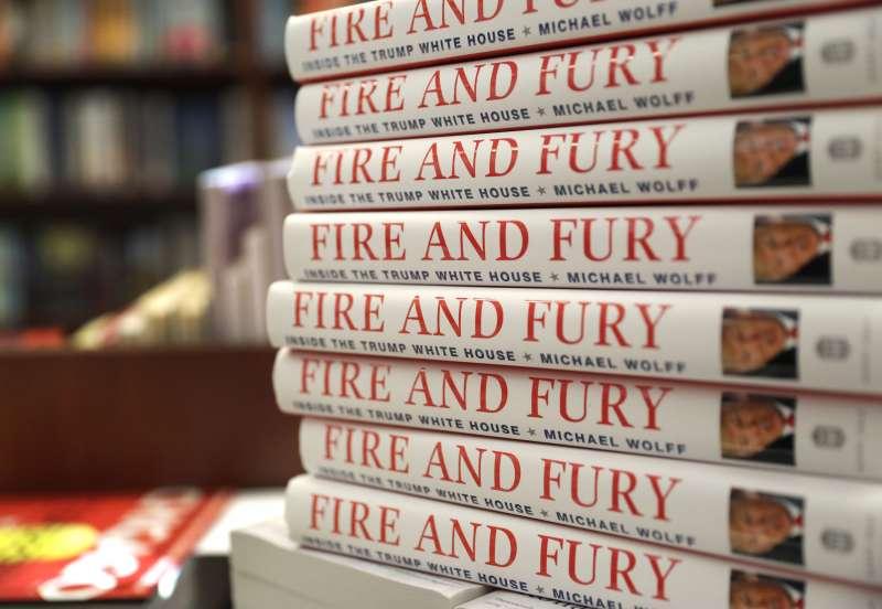 《烈焰與怒火:川普白宮內幕》(Fire and Fury: Inside the Trump White House)揭露川普醜態,5日一上市就銷售一空(AP)