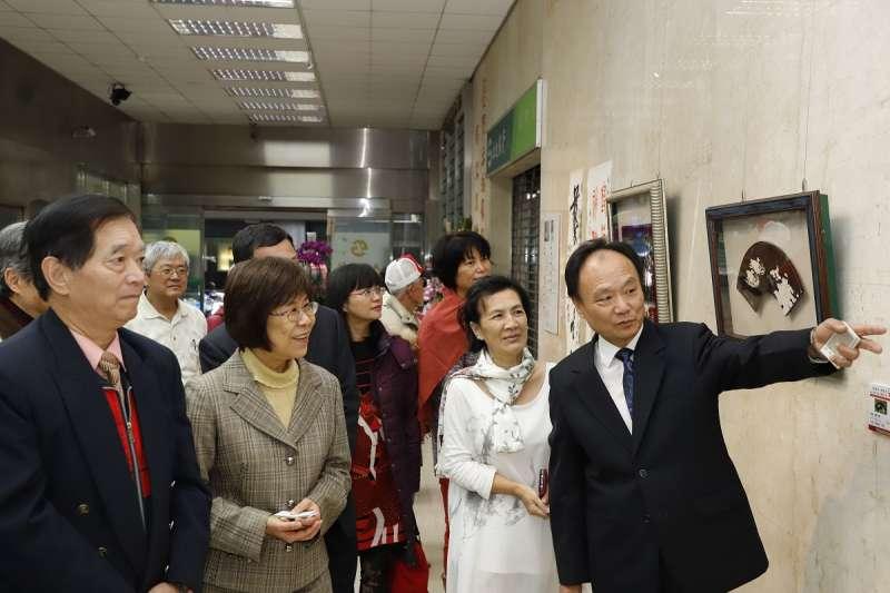 本次「瓷海斯情」陶雕生活藝術主題展是簡黃彬與劉國英兩位老師,展現獨樹一格的藝術內涵(圖/土地銀行提供)
