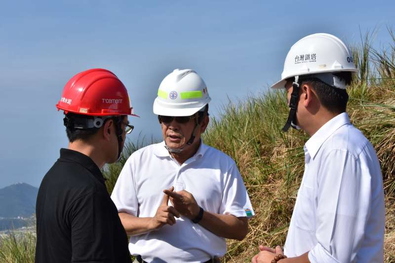 20180112-去年8月搶修和平電廠, 經濟部次長楊偉甫視察。(台電提供)
